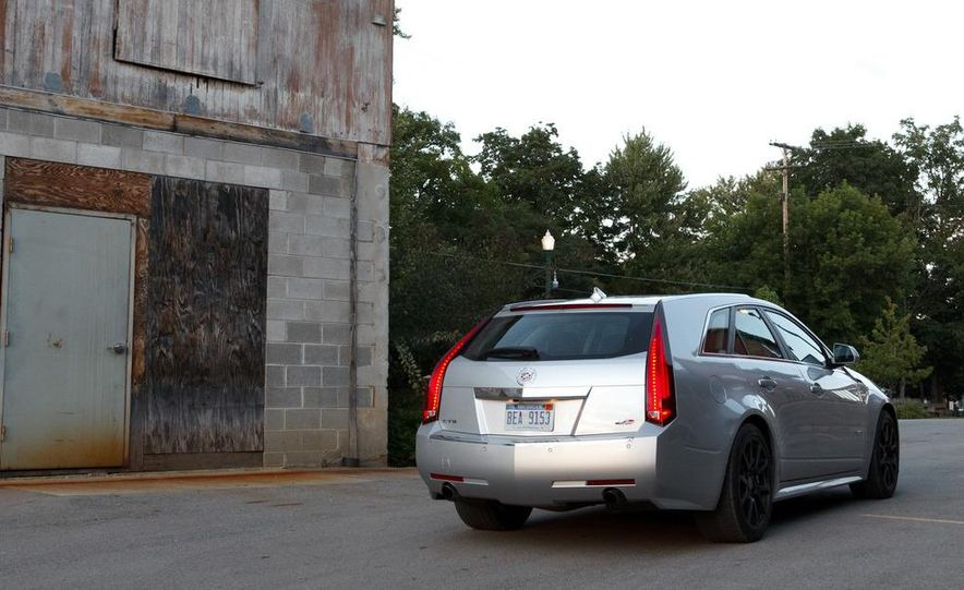 2011 Cadillac CTS-V wagon - Slide 10
