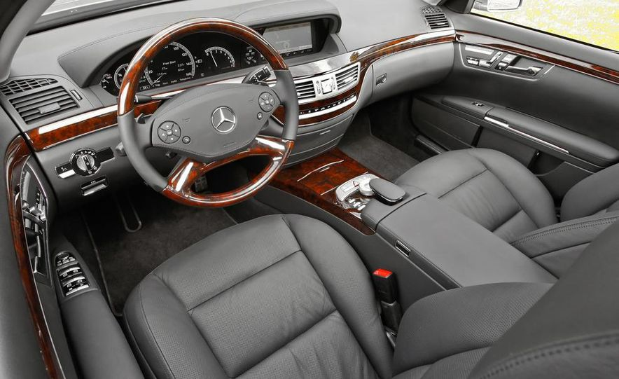 2012 Aston Martin V-8 Vantage S coupe - Slide 44