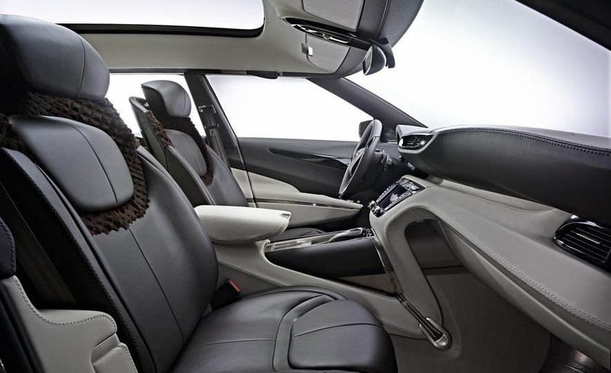 2012 Aston Martin V-8 Vantage S coupe - Slide 17