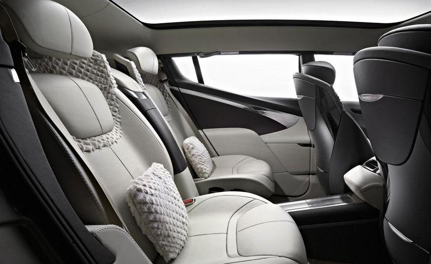 2012 Aston Martin V-8 Vantage S coupe - Slide 18