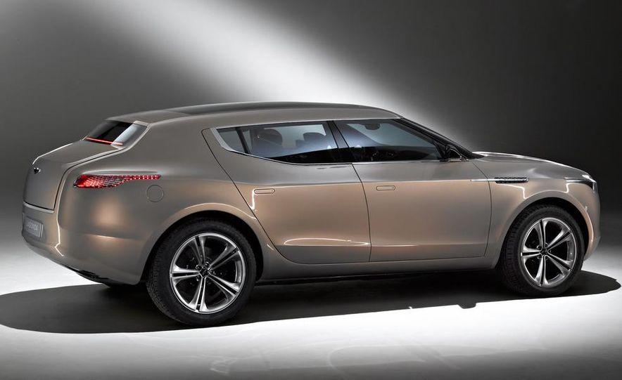 2012 Aston Martin V-8 Vantage S coupe - Slide 16