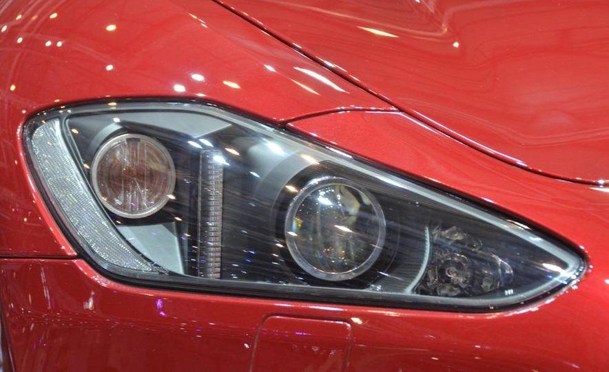 2012 Maserati GranTurismo Convertible Sport interior - Slide 14