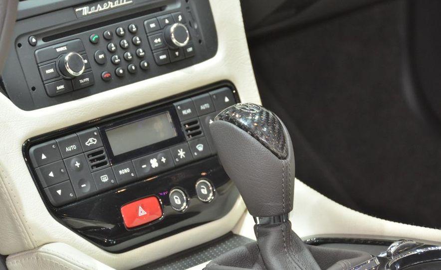 2012 Maserati GranTurismo Convertible Sport interior - Slide 3