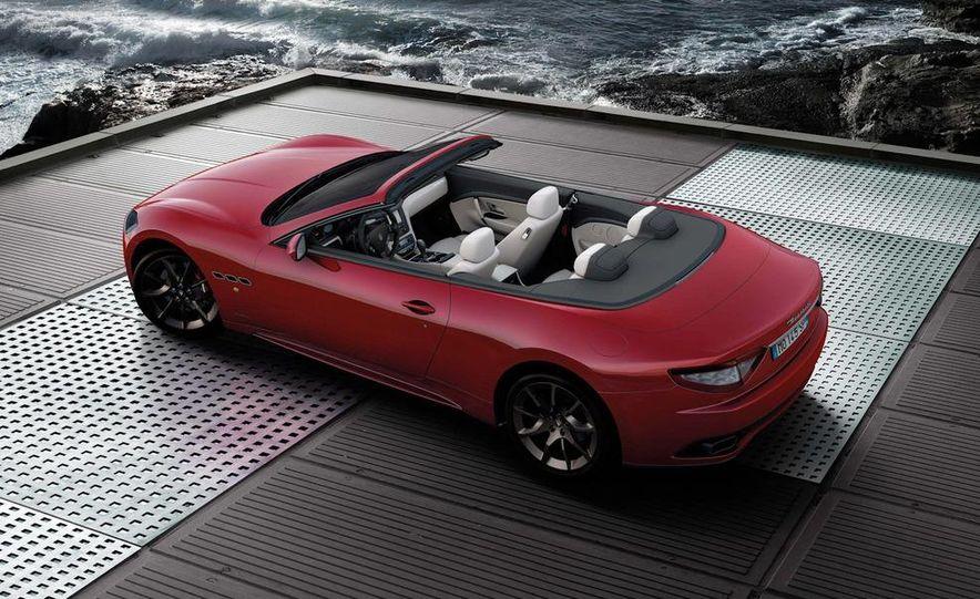 2012 Maserati GranTurismo Convertible Sport interior - Slide 23