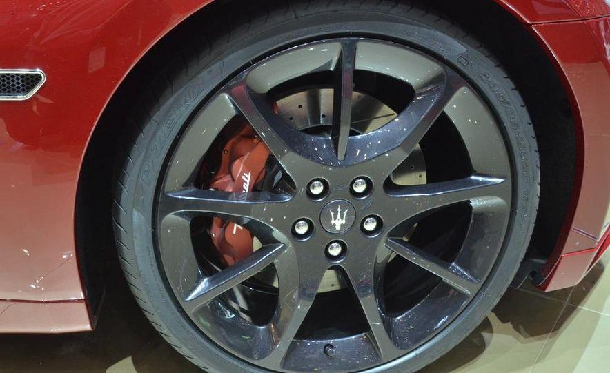 2012 Maserati GranTurismo Convertible Sport interior - Slide 10