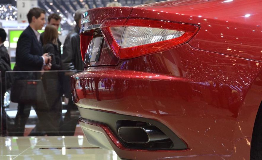 2012 Maserati GranTurismo Convertible Sport interior - Slide 17