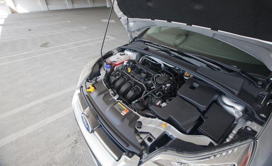 2012 Ford Focus SEL sedan - Slide 6