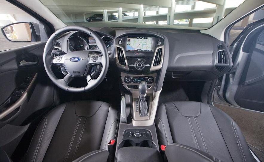 2012 Ford Focus SEL sedan - Slide 5