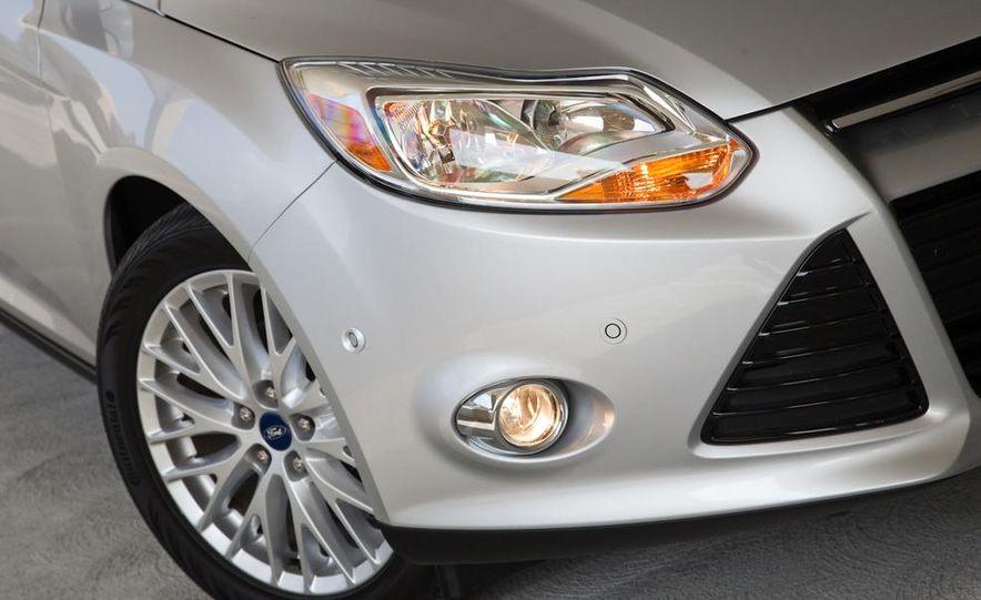2012 Ford Focus SEL sedan - Slide 3