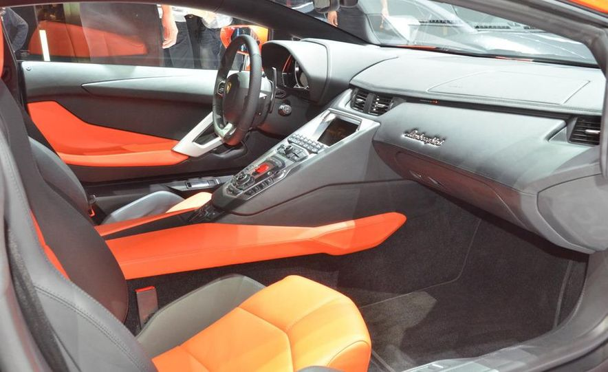 2012 Lamborghini Aventador LP700-4 - Slide 31