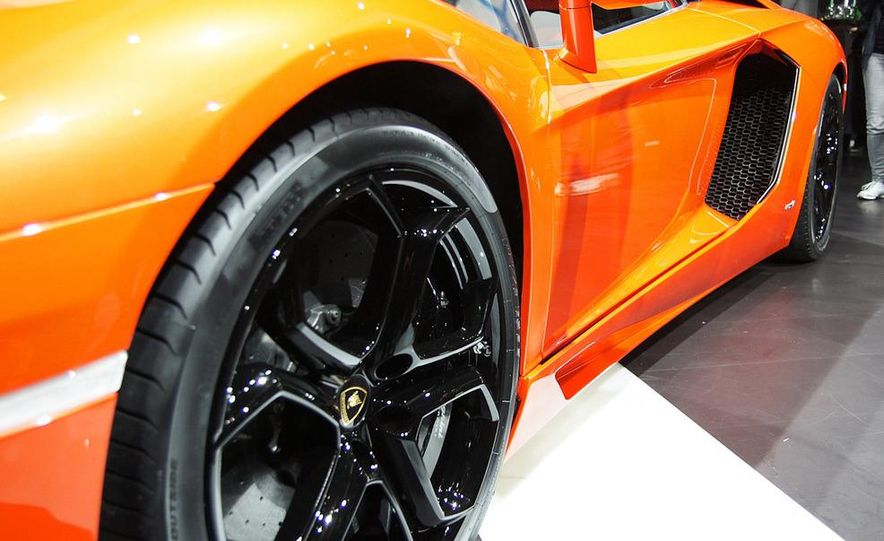 2012 Lamborghini Aventador LP700-4 - Slide 13