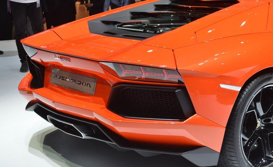 2012 Lamborghini Aventador LP700-4 - Slide 28