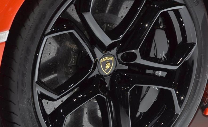 2012 Lamborghini Aventador LP700-4 - Slide 24