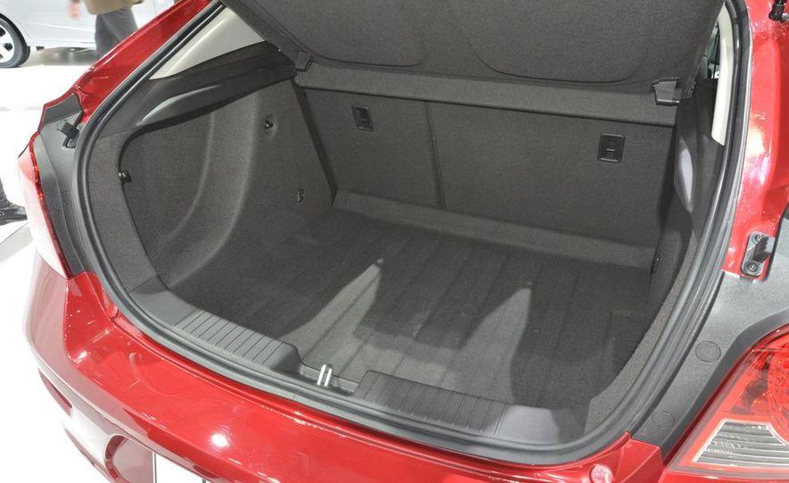 2012 Chevrolet Cruze hatchback - Slide 15