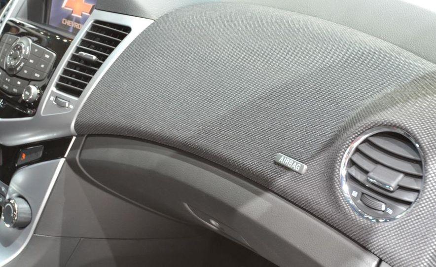2012 Chevrolet Cruze hatchback - Slide 26