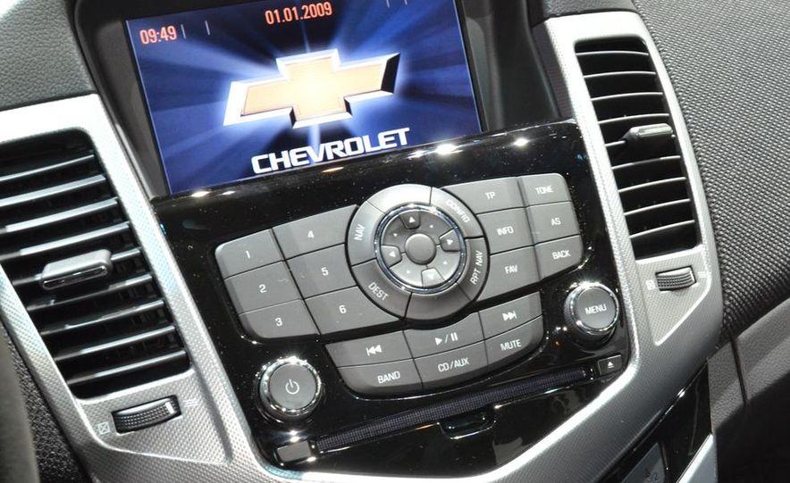 2012 Chevrolet Cruze hatchback - Slide 21