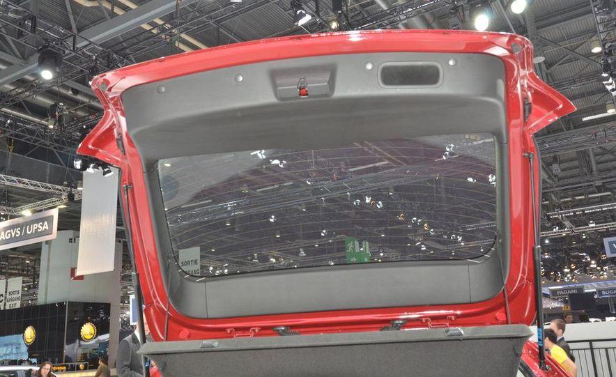 2012 Chevrolet Cruze hatchback - Slide 13