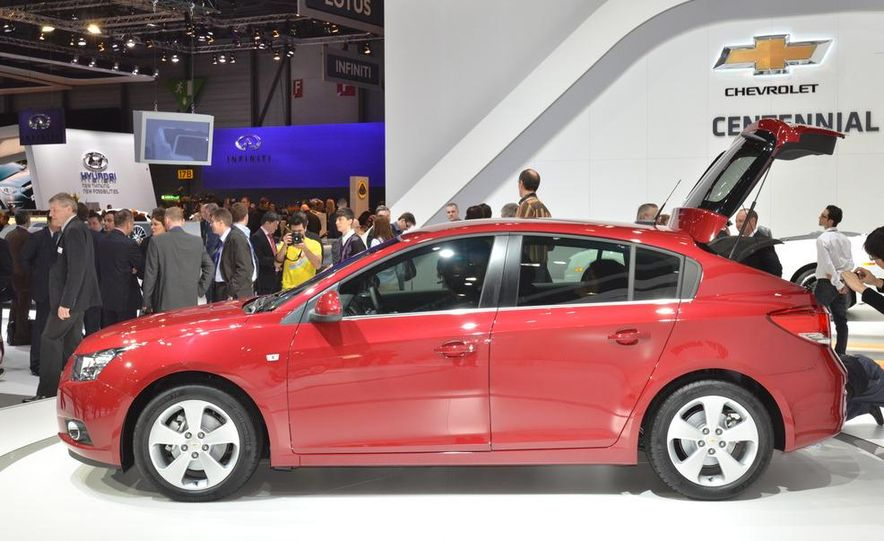 2012 Chevrolet Cruze hatchback - Slide 4