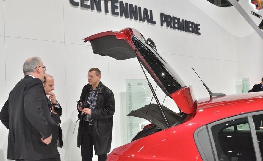 2012 Chevrolet Cruze hatchback - Slide 24