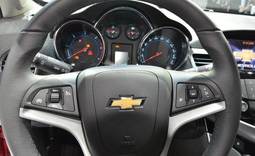 2012 Chevrolet Cruze hatchback - Slide 16