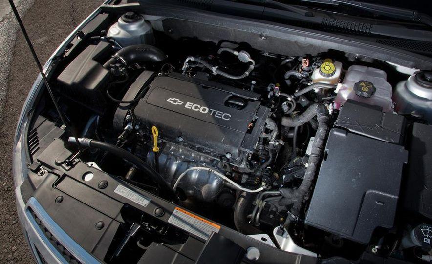 2011 Chevrolet Cruze LS - Slide 19