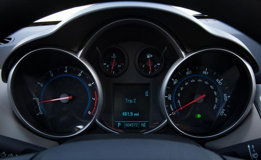 2011 Chevrolet Cruze LS - Slide 18