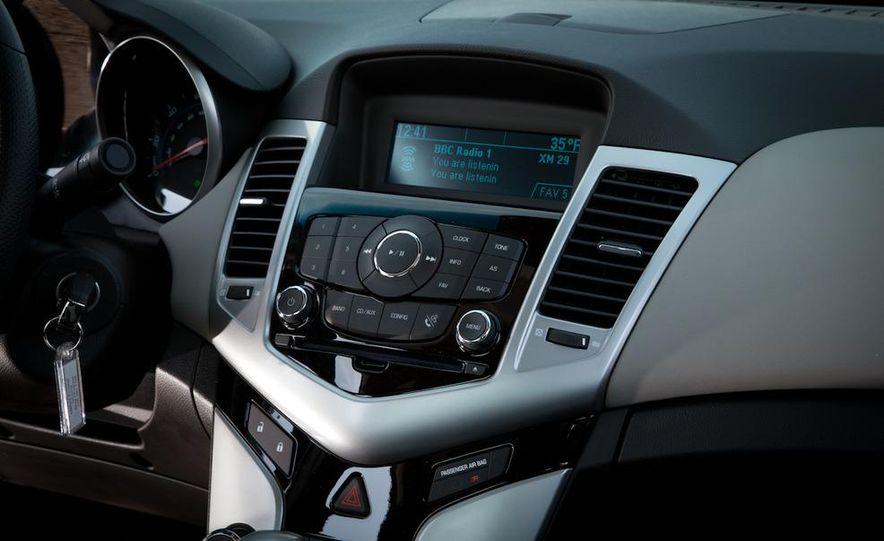 2011 Chevrolet Cruze LS - Slide 17