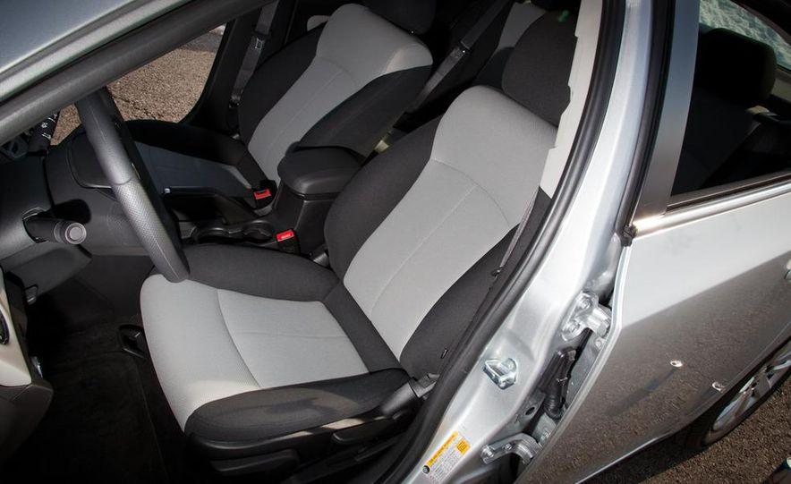 2011 Chevrolet Cruze LS - Slide 12