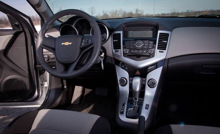 2011 Chevrolet Cruze LS - Slide 13