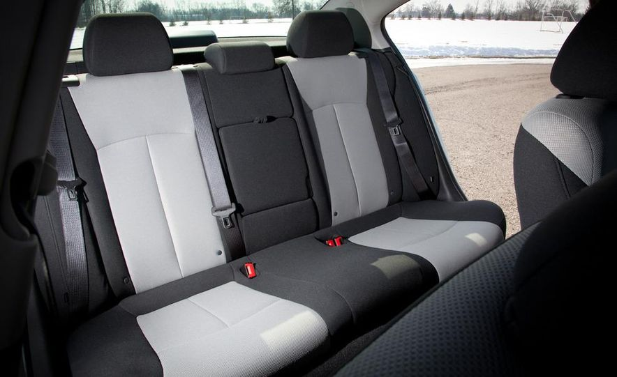 2011 Chevrolet Cruze LS - Slide 15