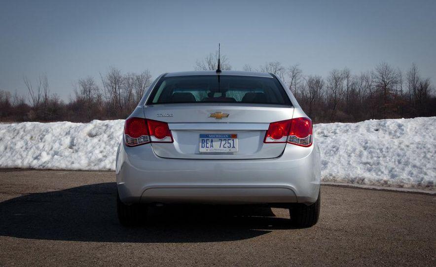 2011 Chevrolet Cruze LS - Slide 6