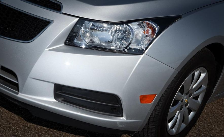 2011 Chevrolet Cruze LS - Slide 8