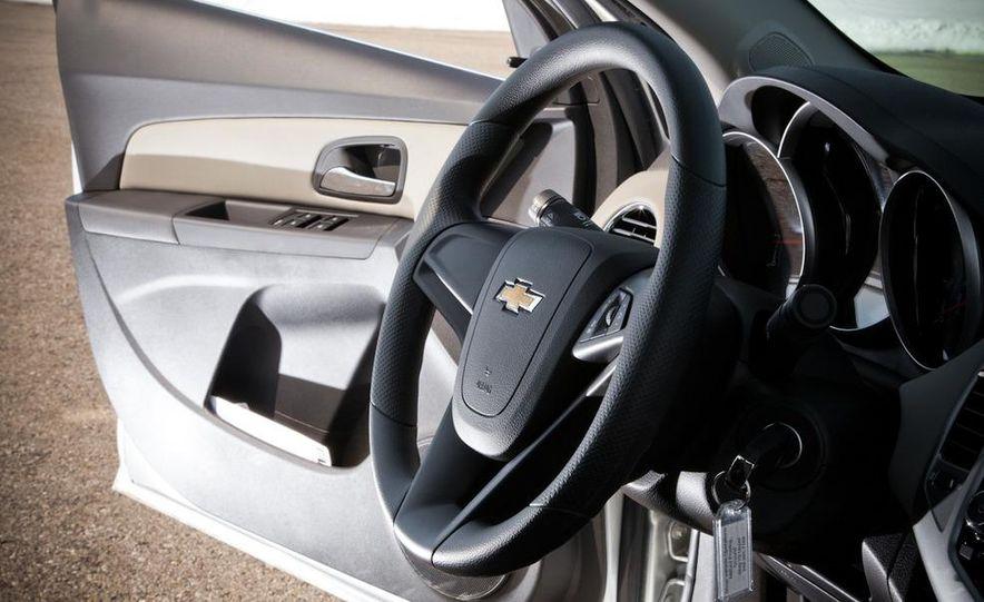 2011 Chevrolet Cruze LS - Slide 16