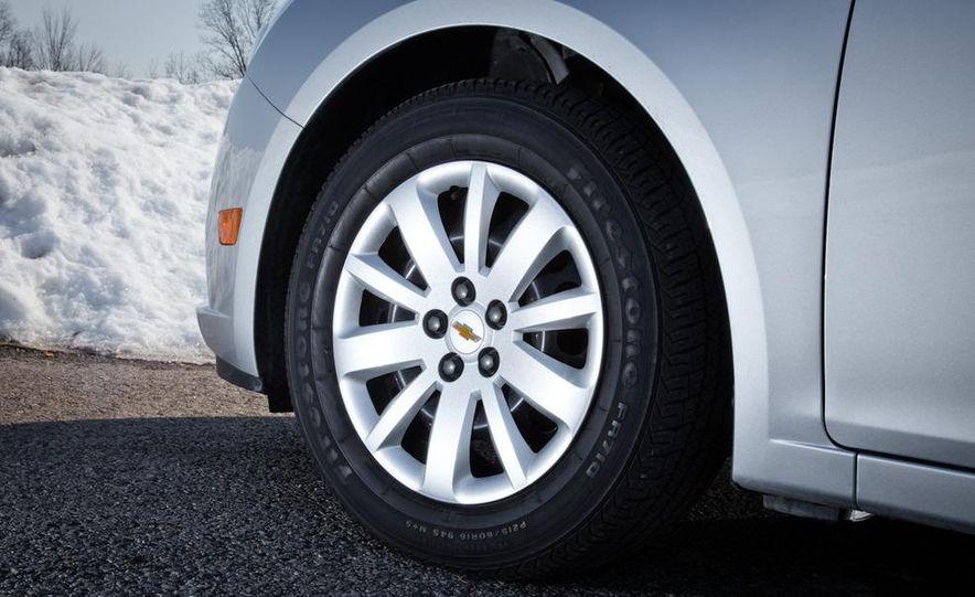 2011 Chevrolet Cruze LS - Slide 10