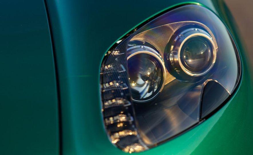2012 Aston Martin Vantage S Volante and coupe - Slide 34