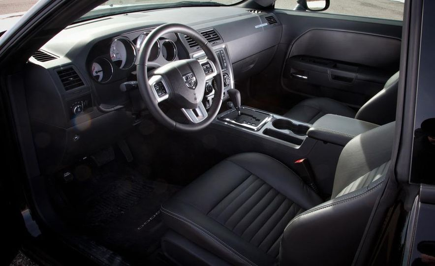 2011 Dodge Challenger Rallye - Slide 28