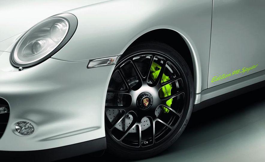 2014 Porsche 918 Spyder (artist's rendering) - Slide 15
