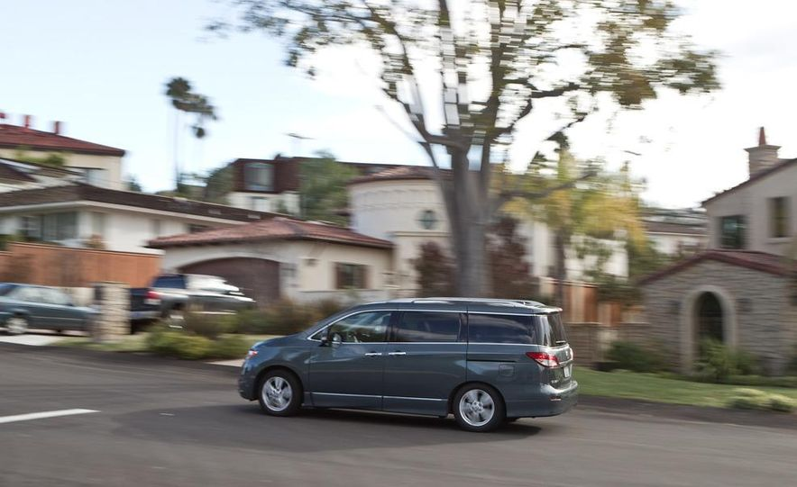 2011 Nissan Quest LE, 2011 Chrysler Town & Country Limited, 2011 Toyota Sienna Limited, 2011 Honda Odyssey Touring Elite - Slide 40