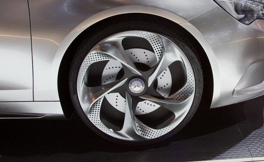 Mercedes-Benz A-class concept - Slide 13