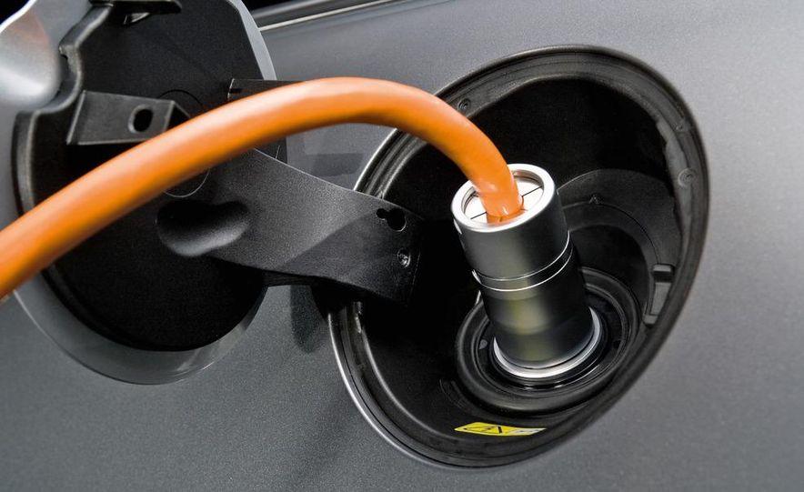 2011 Toyota Camry hybrid - Slide 11