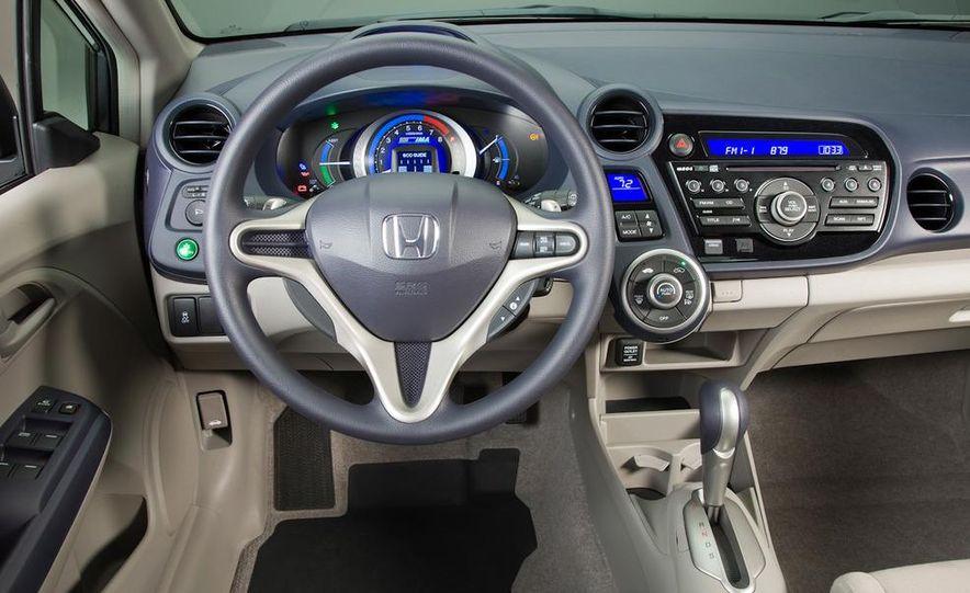 2011 Toyota Camry hybrid - Slide 18