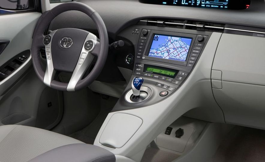 2011 Toyota Camry hybrid - Slide 30