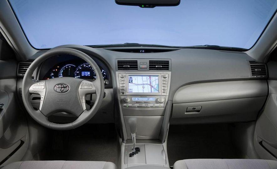 2011 Toyota Camry hybrid - Slide 6