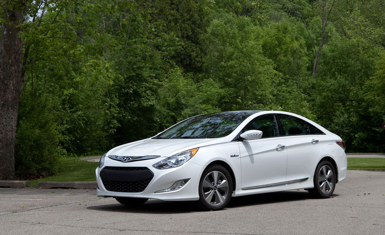 2011 Hyundai Sonata Hybrid Road Test Review Car And Driver