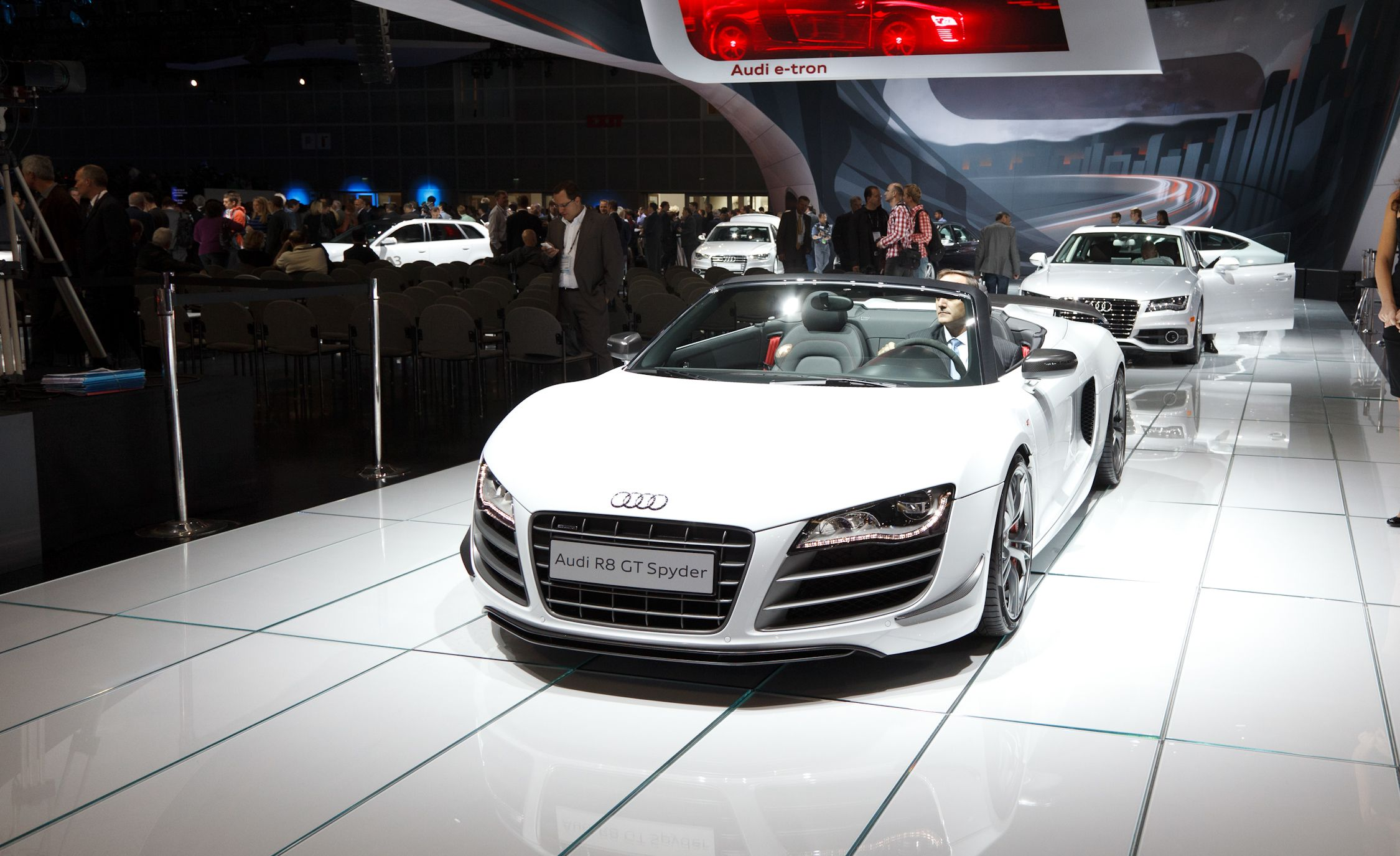 2011 Audi R8 Spyder 5 2 V10 Fsi Quattro Review Car And Driver