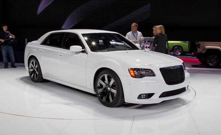 2012 Chrysler 300C SRT8 Debuts @ 2011 New York Auto Show