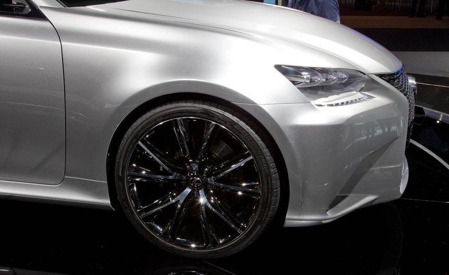 Lexus LF-Gh hybrid concept - Slide 13