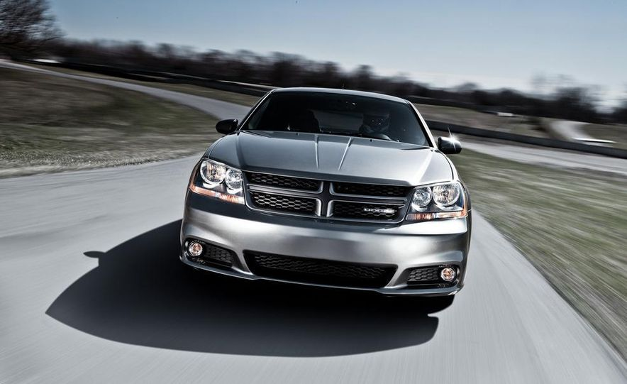 2012 Dodge Avenger R/T - Slide 18