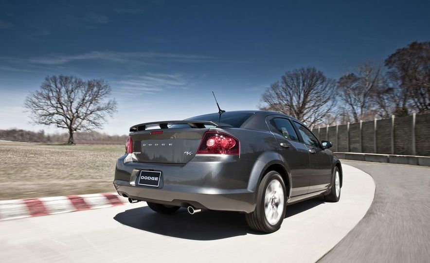 2012 Dodge Avenger R/T - Slide 22