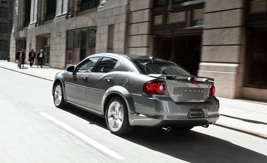 2012 Dodge Avenger R/T - Slide 23